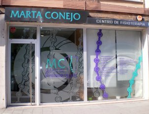 imagen de la fachada de la clinica de fisioterapia marta conejo en avenida de torcuato fernández miranda numero veinte bajo gijón asturias